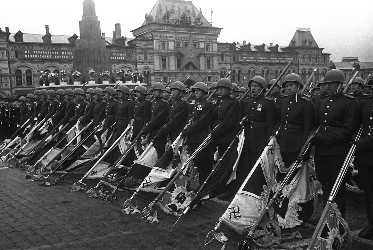 Soviet soldiers with lowered standards