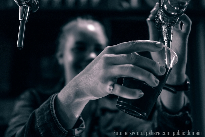 2hand black and white darkness black monochrome bartender 1392536 pxhere com public domain