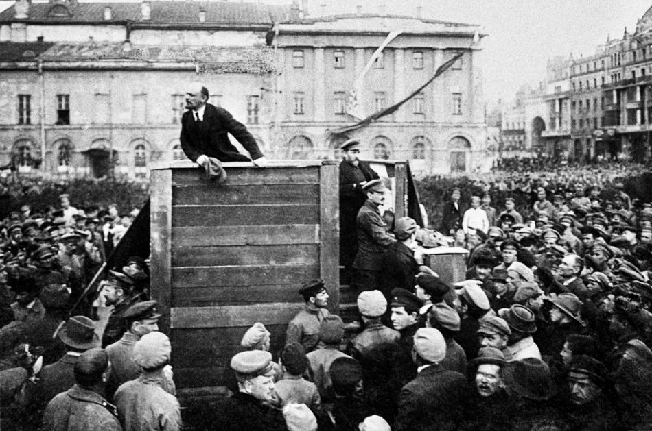 lenin addressing crowd 2