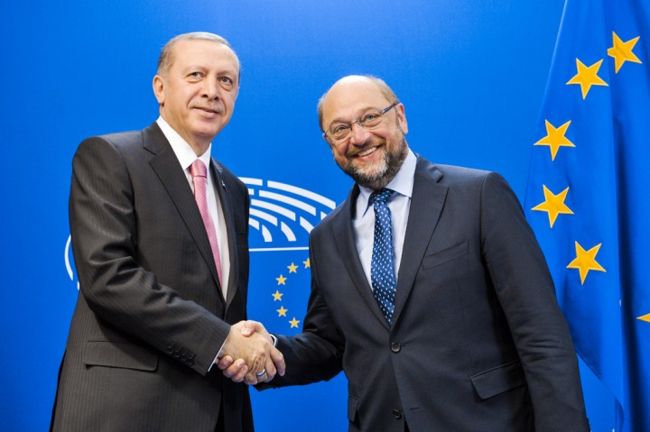 SPD leader Martin Schulz shaking hands with Turkeys right wing President Erdoğan Image Flickr Martin Schulz