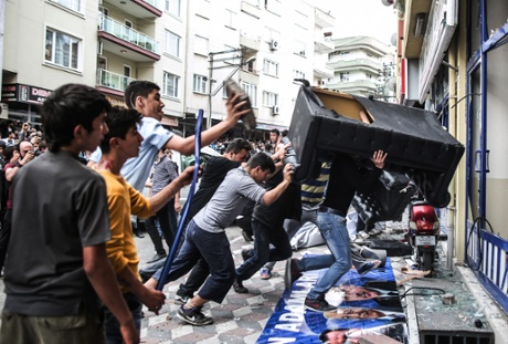 akp-offices-attacked-soma